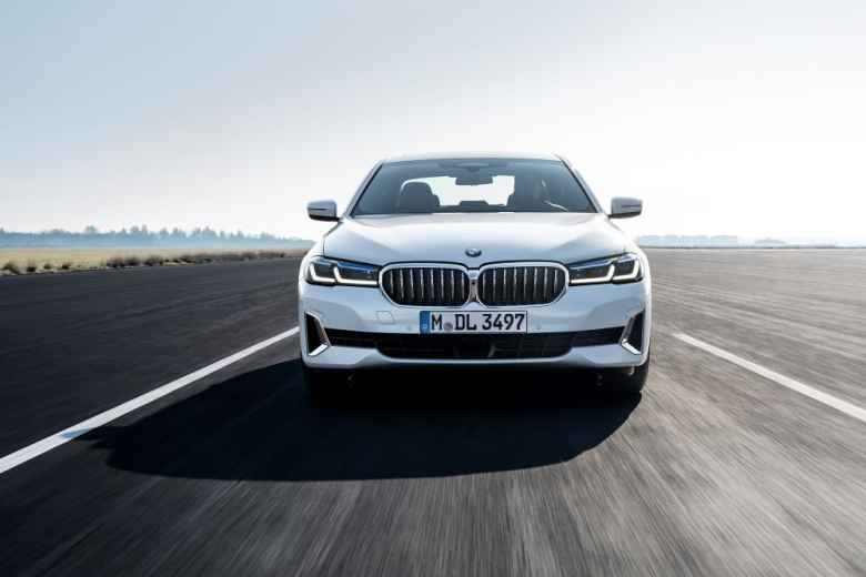 """Review: BMW 520i – """"people get the hell out of the way when this drives up behind them""""."""