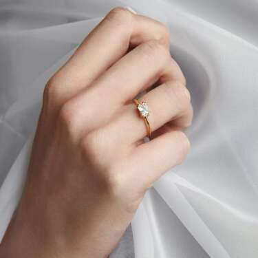 Bobby Dazzlers - this season's most stylish engagement rings