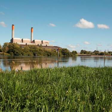 Genesis targets big emissions cut, but not 100% renewable