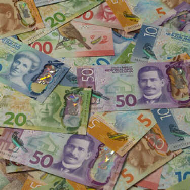 Kiwi under pressure with greenback back in favour