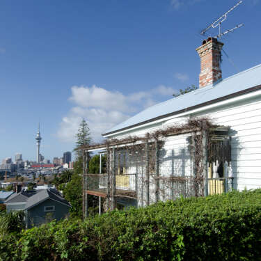 RBNZ imposes tougher lending restrictions