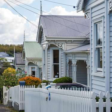 Stubbornly high house prices keep ratcheting north