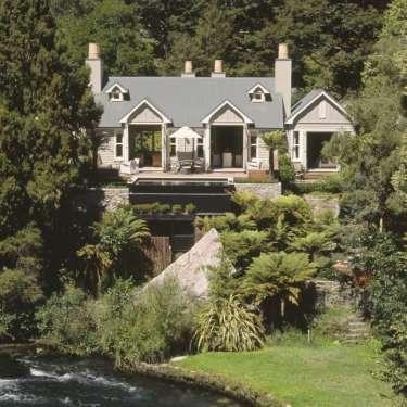 Van Heeren's high life a 'travesty' - Kidd's estate wants more