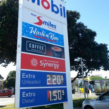 Mobil disputes refinery simplification plan